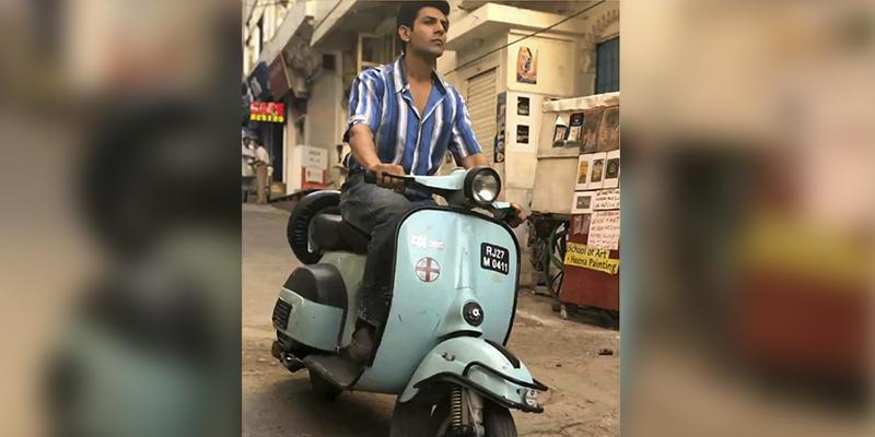 Love Aaj Kal Scooter